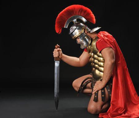Knieender römischer Soldat